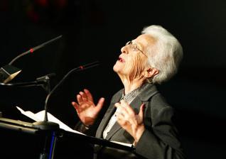 FALLECE LA ESCRITORA TINERFEÑA MARÍA ROSA ALONSO